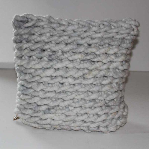 gemaschtes Kissen FLOTT aus Schafwolle